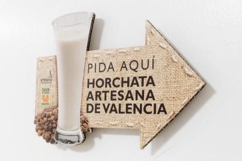 Cartel pida aquí su horchata artesana de Valencia